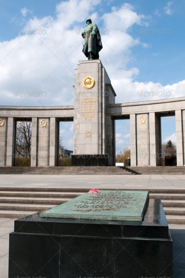 The Sowjetische Ehrenmal (Soviet Memorial) located in the Tiergarten  - Stock Photo - Images