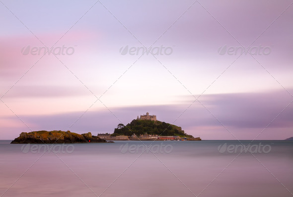 St. Michaels Mount at dusk with violett skies, Cornwall, England - Stock Photo - Images