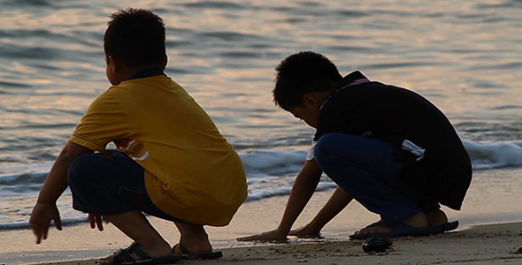 VideoHive Boys At Sunset Beach I HD 3414072