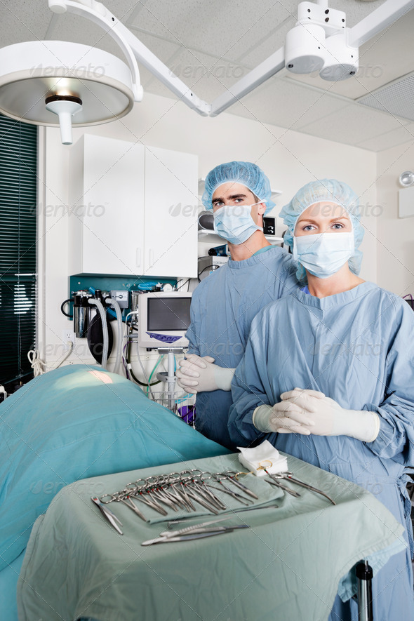 PhotoDune Veterinarian Surgeons In Operating Room 3838465