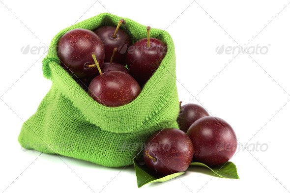 PhotoDune Group of plums with leaf isolated on a white background 4049274