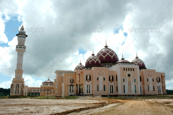 PhotoDune Mosque Baitul Izzah Tarakan Indonesia in the final stages 4112147