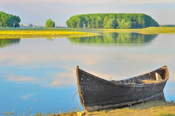 лодка на реке название