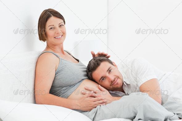 Муж ухаживает за беременной