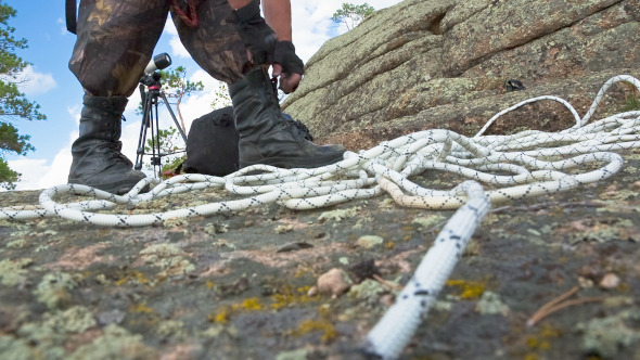 Climber Strikes Up Shoelaces 2