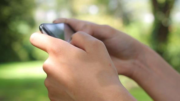 Using Smartphone 06