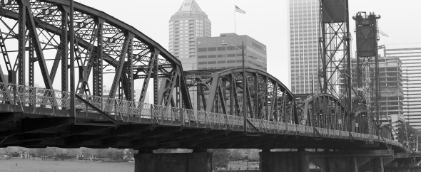 040152547-bw-foggy-hawthorne-bridge%20(590x242)