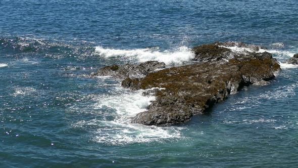 Waves Crashing on Rocks 908
