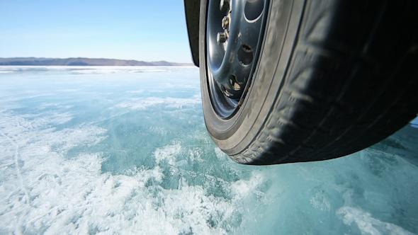Drive the Car Across the Frozen Lake Baikal 2