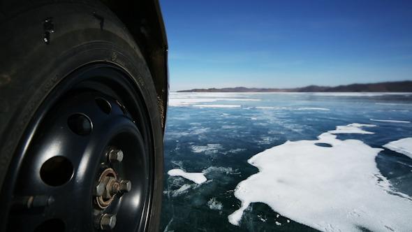 Drive the Car Across the Frozen Lake Baikal 4