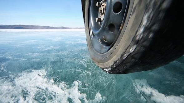 Drive the Car Across the Frozen Lake Baikal 15