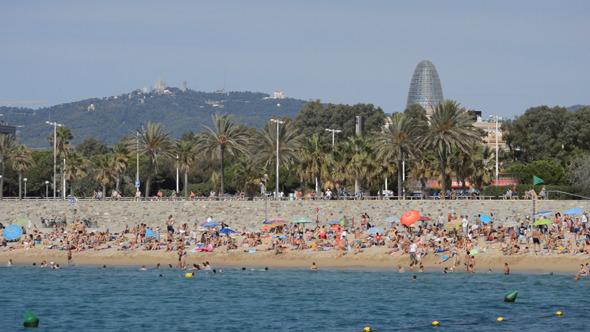 VideoHive The Beach In Barcelona 2 9657992