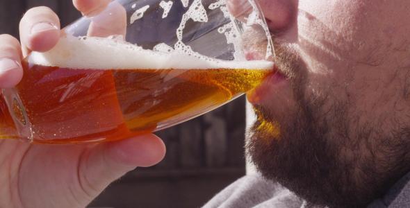 VideoHive Drinking Beer 9668866
