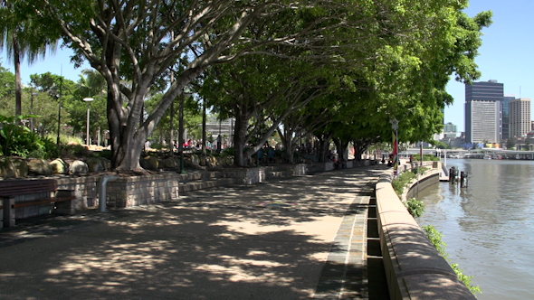 Promenade On South Bank Parklands To Brisbane Skyline