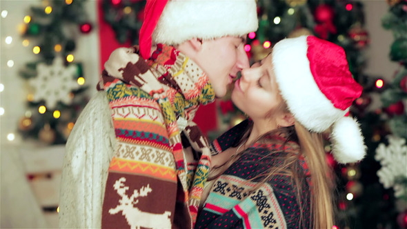 VideoHive Attractive Couple In Santa Hat And Waving Sparkler 9714040