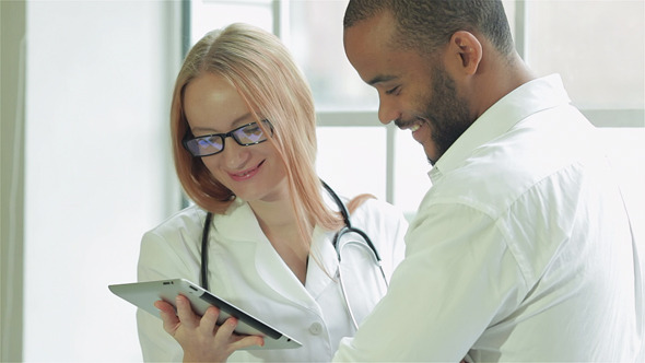 VideoHive A Patient With A Doctor See The Results Of Analyze 9725173