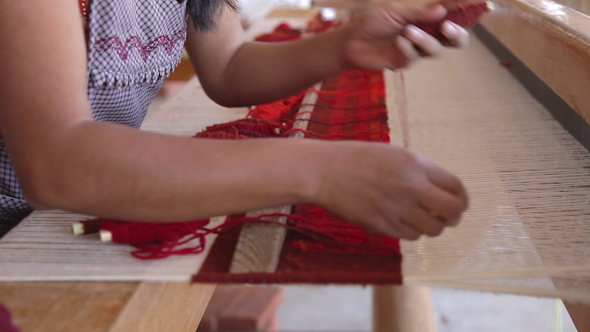 Weaving Traditional Mexican Carpet