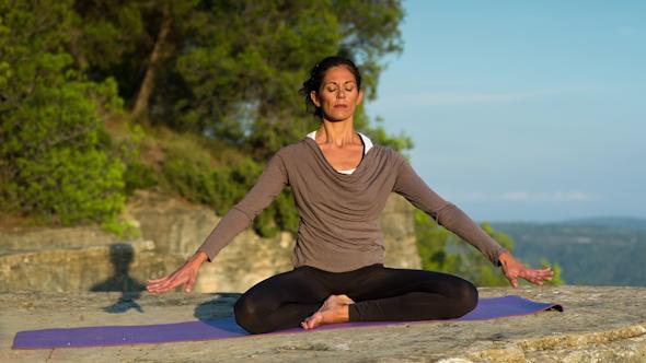 Yoga Teacher Amazing Location Mountain Clifftop 1
