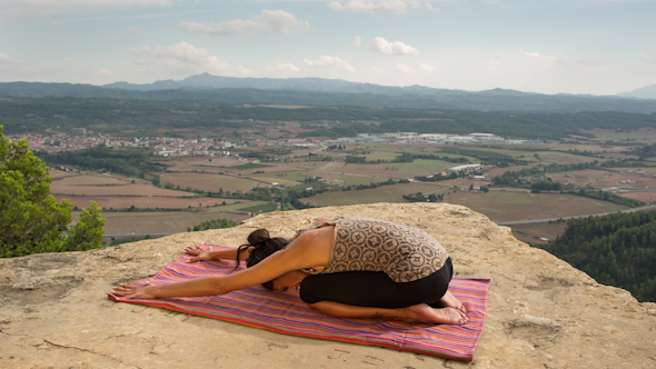 Yoga Teacher Amazing Location Mountain Clifftop 9