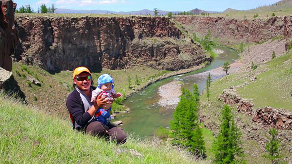 Father Daughter Posing Next Majestic River Canyon