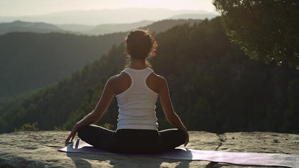 Yoga Teacher Amazing Sunset Mountain Clifftop 14