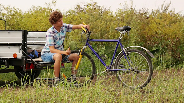 VideoHive Boy With Bicycle 11 10119594