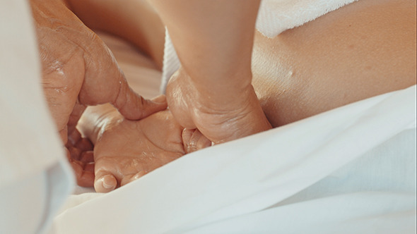 VideoHive Massage Of Palm And Fingers In Beauty Spa 10143727