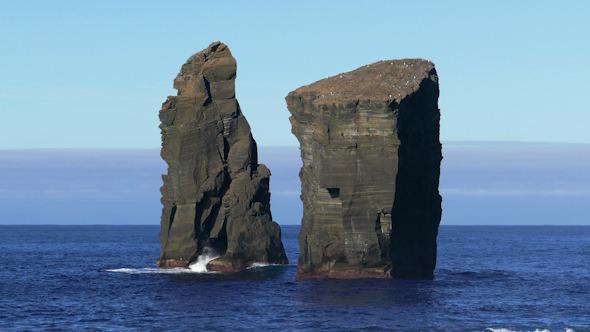 Waves Atlantic Ocean Breaking onto High Rocks