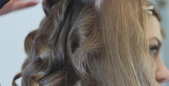 Hairdresser Make a Beautiful Hairdo