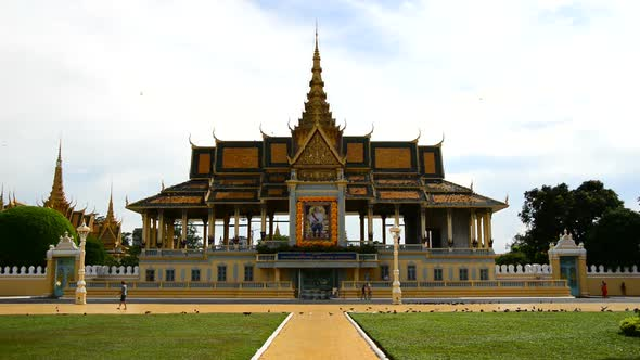 VideoHive Tourists Visiting The Kings Palace Phnom Penh Cambodia 3 10974799
