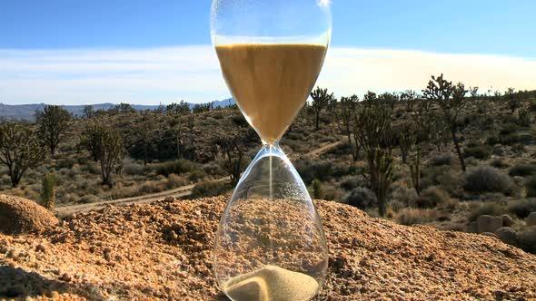 An Hour Glass Clip 1