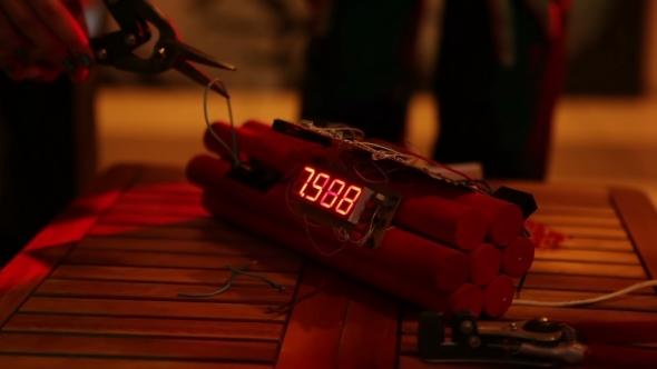 Model Of Explosive Device