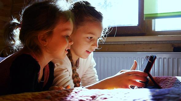 Girls Play Laptop