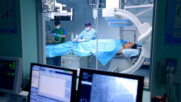 Monitor Control of Cardio Surgery