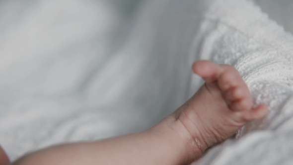 Newborn Baby Wiggles Feet