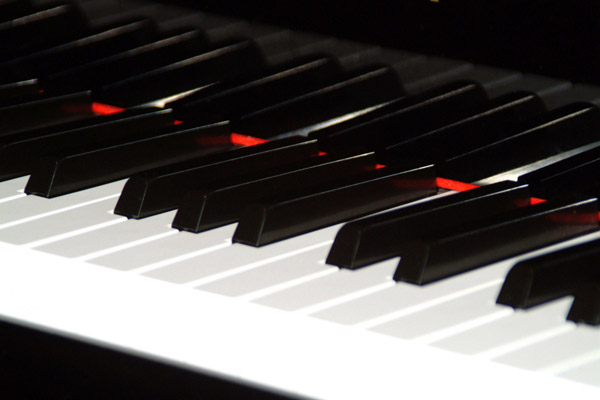 11_14_17---grand-piano-keyboard_web