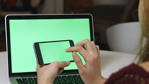 Using Smartphone with Green Screen Laptop