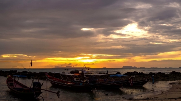 4K Time Lapse Traditional Thai Boats At Sunset