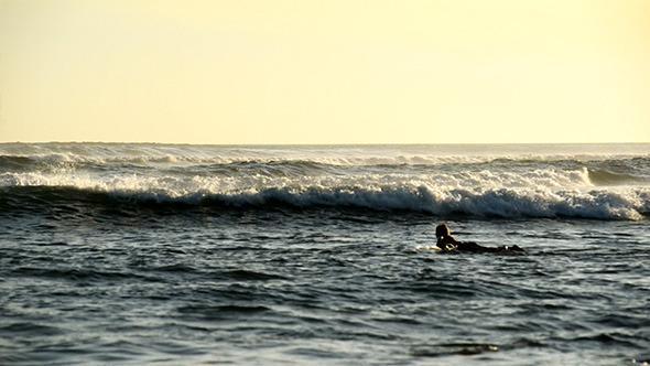 VideoHive Big Ocean Waves in Sunset 11839912