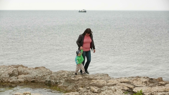 VideoHive Mother And Baby Walking At The Seaside In Autumn 11885143
