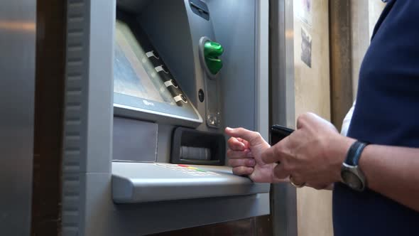 Using A Bancomat In Italy