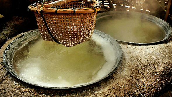 Salt Boiling at Boklua Nan Province 05