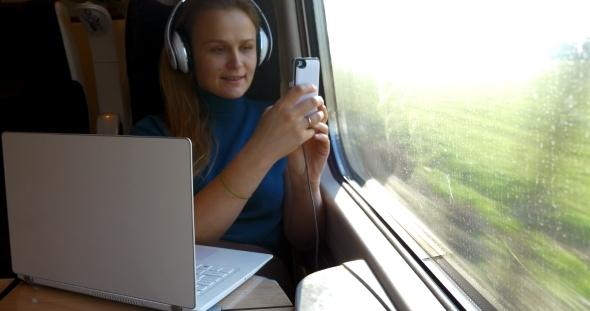 She Is Never Bored During The Trip