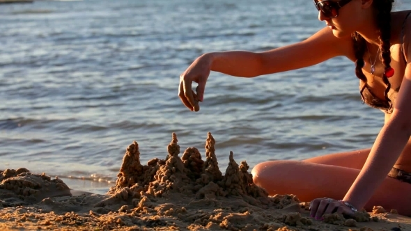 VideoHive Girl On The Sea Builds a Sand Castle 12159263