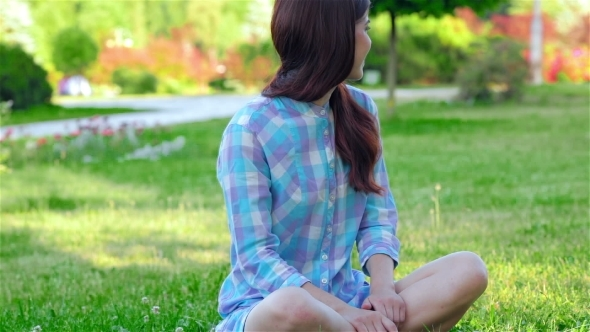 VideoHive Teen Girl Doing Yoga In The Park 12164288