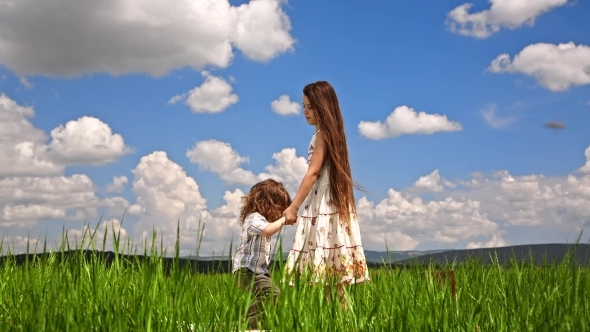 VideoHive Girl And Boy Jumping In Green Field 12164901
