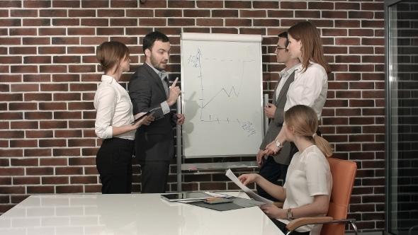 VideoHive Businessman Giving a Presentation On Flipchart 12166249
