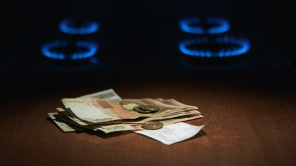 VideoHive Man Donates Payment For Gas 12169817