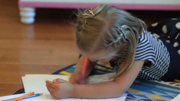 VideoHive Little Girl Drawing With Pencils 12192374