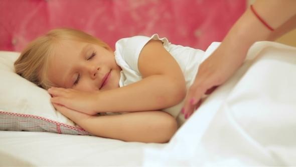 VideoHive Beautiful Little Girl Sleeping 12192513